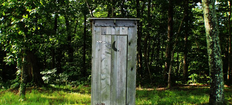 Alternative Toilets for Off Grid Sites with No Septic